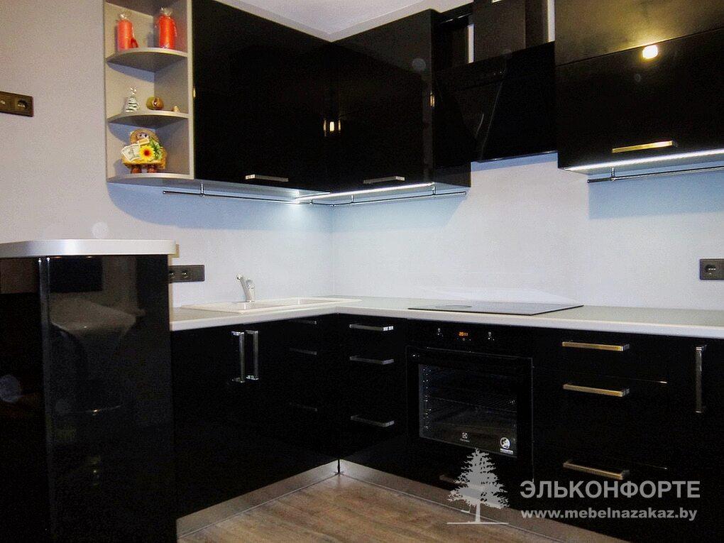 П-образная кухня из крашенного МДФ Спирит