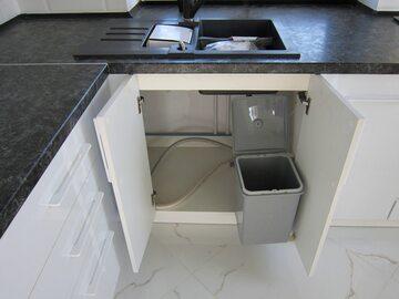 Угловая белая кухня Мадлен