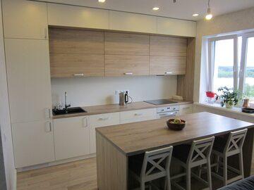 Прямая кухня с островом Монтерей