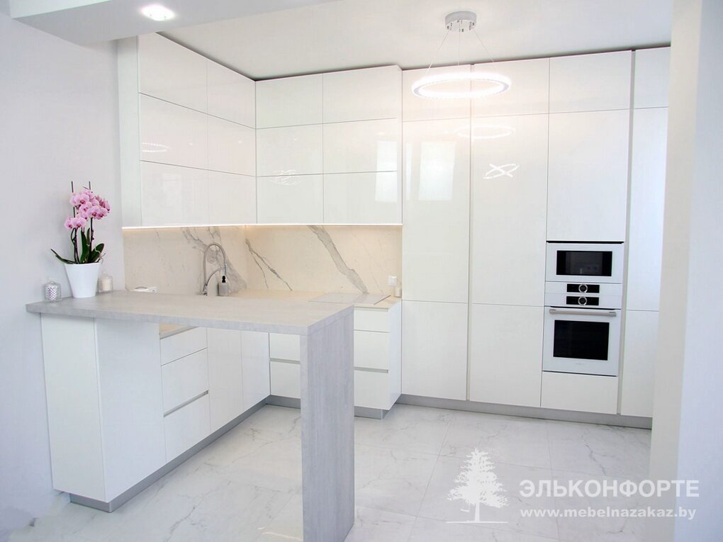 Угловая белая кухня Северина